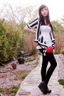 Black-urban-behavior-leggings-black-urban-behavior-sweater-red-costa-blanca-