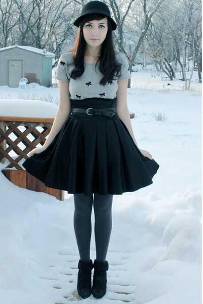 heather gray Forever 21 shirt - black Forever 21 hat - black modcloth skirt