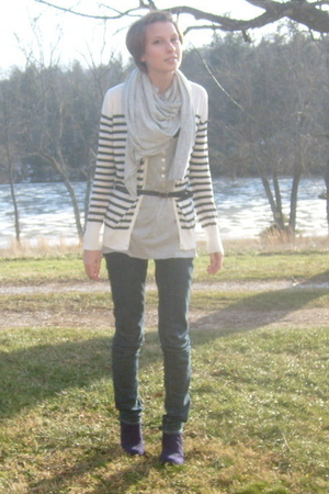 gray Gap scarf - gray Old Navy top - black Old Navy cardigan - black Gap belt -