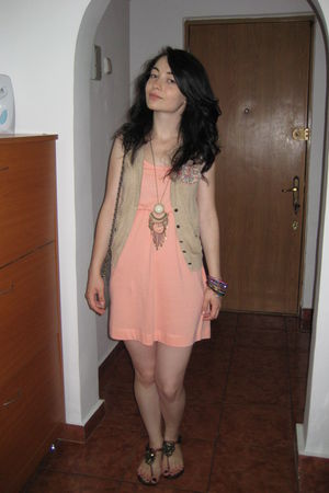 pink H&M dress - beige vest