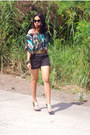 Printed-forever-21-top-black-shorts-cintura-belt-aldo-wedges