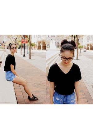 black v-neck Express t-shirt - blue high-waisted Bongo shorts