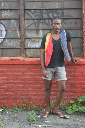 American Apparel t-shirt - Levis shorts - vintage vest