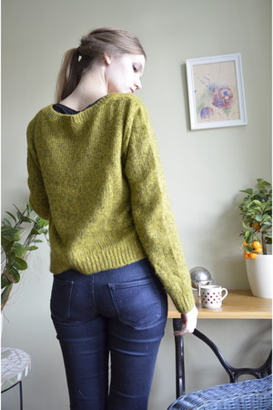 H&M scarf - H&M sweatshirt