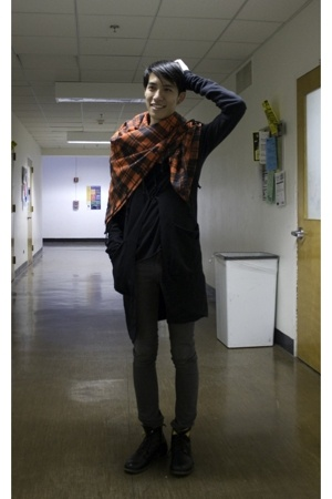Henrik Vibskov scarf - Obscur sweater - BDG t-shirt - april 77 jeans - Fiorentin