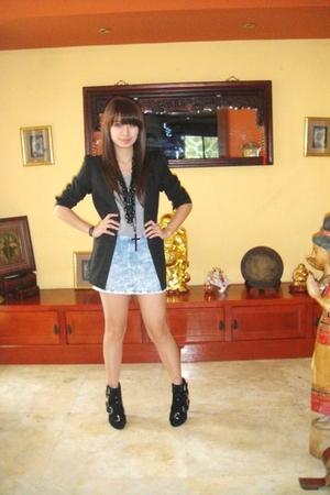 blue acid wash H & M skirt - black HK shoes
