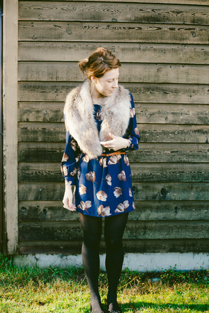 fur collar thrifted scarf - Blu Pepper dress - brown thin belt Zara belt