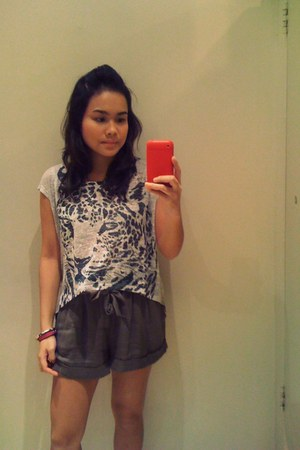 Kanvas top - Forever 21 shorts