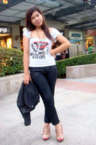 red shoes - black pants - gray top