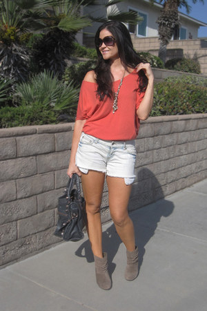 Car-Mar shorts - BCBG boots - Cynthia Vincent sweater - balenciaga bag