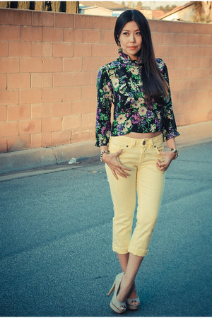 yellow floral Sunner blouse - light yellow denim Silver Jeans Co pants