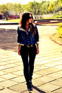 Black-leather-nine-west-boots-blue-denim-shirt-areazul-jeans