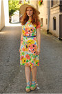 Orange-floral-vintage-dress-columbia-sportswear-hat