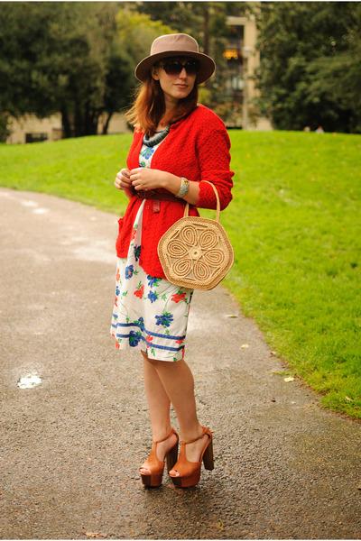 beige straw bag - off white dress - beige hat - tawny Jessica Simpson Dany heels