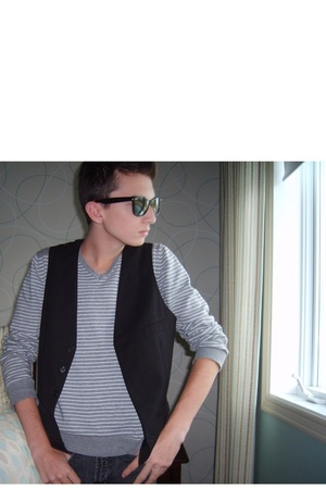 H&M vest - H&M sweater - Simons jeans - Ray Ban sunglasses