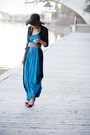 Blue-dress-black-blouse-red-guess-shoes