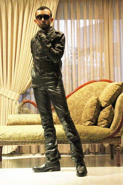 black leather boots - black leather jacket - black aviator sunglasses