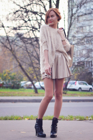 beige nowIStyle sweater - black Aldo boots - gold nowIStyle bag