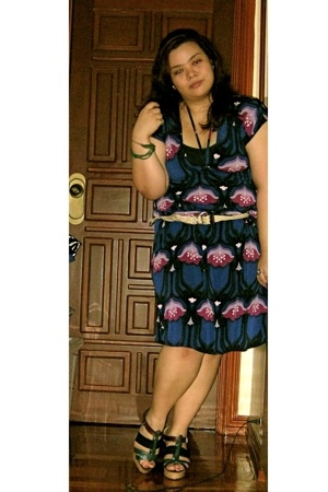 blue janilyn shoes - purple Greenhills night market dress - beige HK night marke
