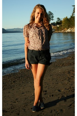 blouse - shorts - navey blue flats