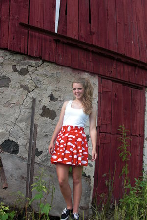 red cloud pattern thrifted skirt - black Keds shoes - white ruffle tank SO shirt
