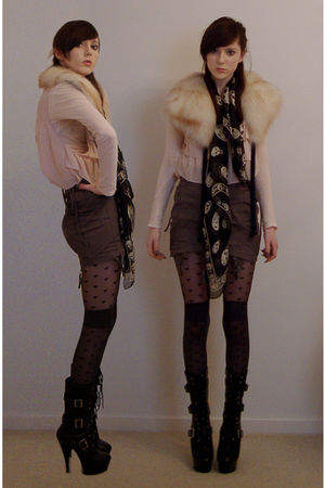 black skull scarf Alexander McQueen scarf - black delight 1036 Pleaser boots