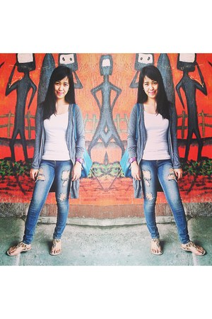 gray Chictopia cardigan - eggshell downtown shoes - blue Crissa jeans pants