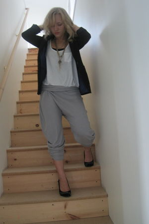 gray DIY pants - black H&M blazer - black Steve Madden - white Old Navy top