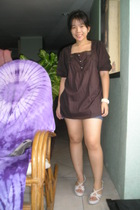 brown Cocolatte top - People are People shorts - Mphosis bracelet - Celine shoes