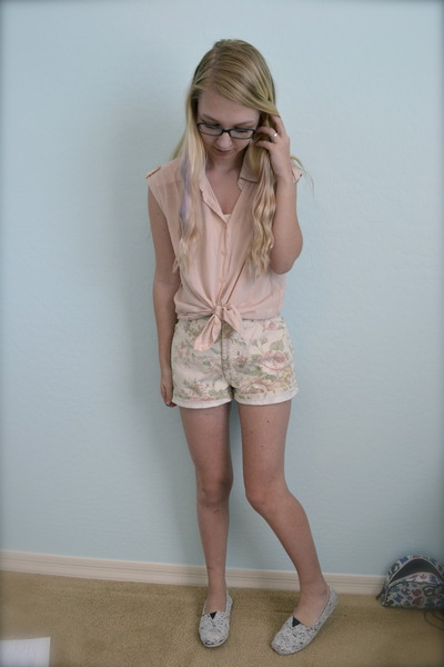 Homemade Lace Toms shoes - thrifted shorts - Forever21 blouse