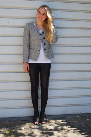 black Urban Outfitters leggings - black Forever 21 shoes - gray vintage blazer