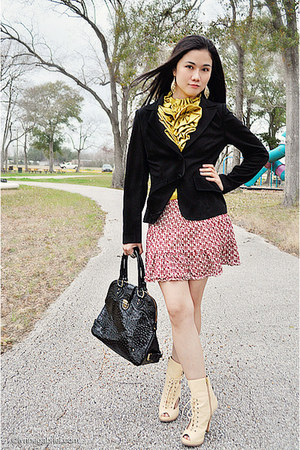 Johnny J blazer - Vasaelini bag - Blacque Label blouse - Guess skirt