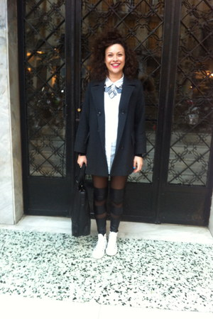 leather Oysho leggings - white All star shoes - grey Gérard darel coat