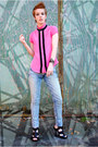 Light-blue-acid-wash-levis-jeans-hot-pink-silk-urban-outfitters-blouse