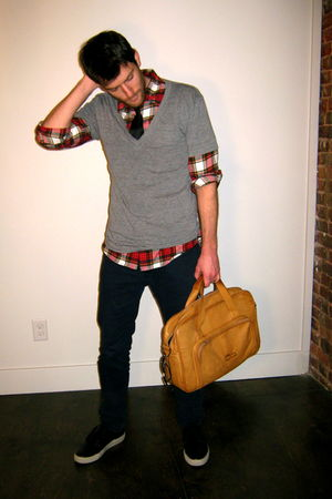 briefcase handmade accessories - H&M jeans - American Apparel t-shirt
