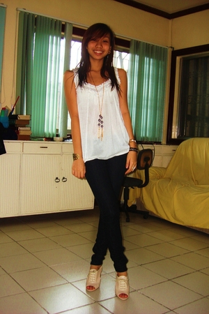 white Promod top - black Zara jeans - beige Nine West shoes