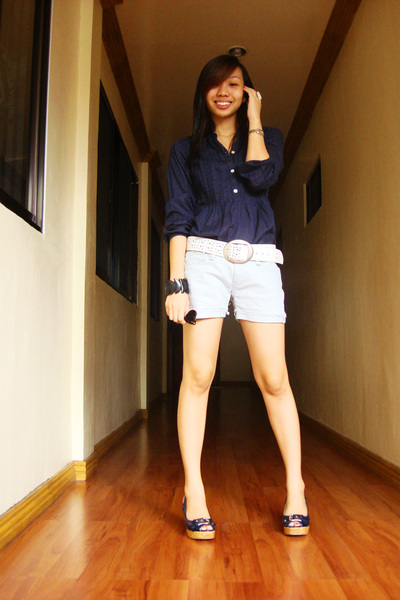 blue H&M top - white belt - silver Terranova shorts - blue Bayo shoes