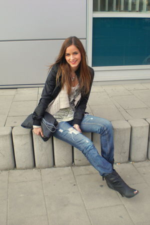 blue DIY jeans - beige Zara top - beige H&amp;M cardigan - black boots - black purse