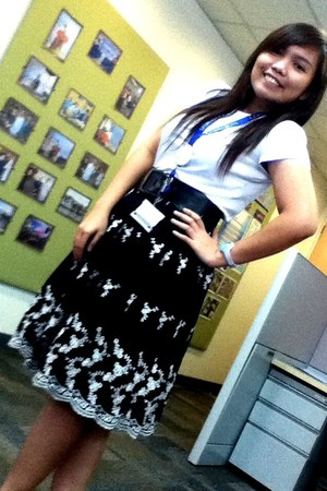 Thrift Shop skirt - Old Navy t-shirt - Forever 21 belt