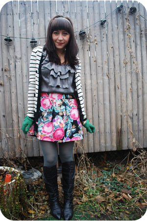 black vintage boots - green UO tights - black UO skirt - silver kensie top - whi