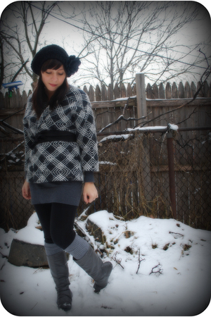 black kensie leggings - gray vintage jacket