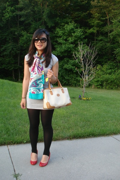 f21 accessories - Marc by Marc Jacobs sunglasses - delias shirt - HUE leggings -