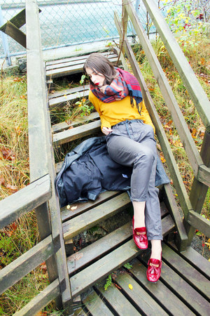mustard lindex sweater - navy H&amp;M scarf - gray Bruuns Bazaar pants