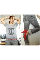 charcoal gray Levis jeans - black quilted vintage chanel bag - heather gray chan