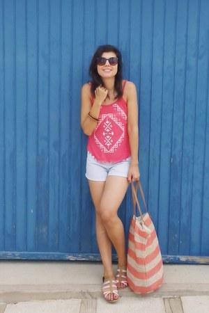 Bershka top - Primark bag - Pull & Bear shorts