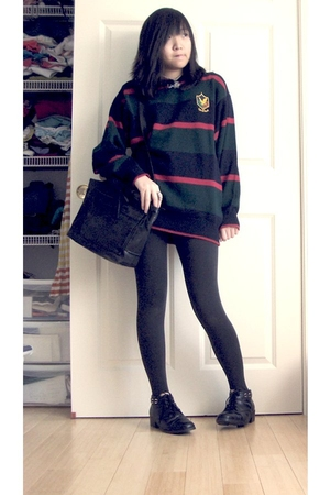 green lyle & scott sweater - black purse - black leggings - black Coasters shoes