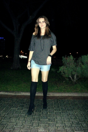 gray Stradivarius t-shirt - blue Pimkie shorts - black Primark socks - black H&M
