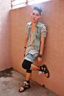 Blue-masculo-vest-blue-tout-a-coup-shorts-gray-lowrys-farm-shirt-black-top