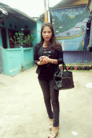 black blazer - dark gray jeans - black bag - cream wedges - black top