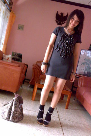gray NyLa dress - black unknown brand socks - black Charles & Keith shoes - brow